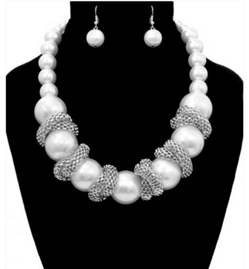 Other CLASSY STATEMENT PEARL NECKLACE AND EARRINGS SET