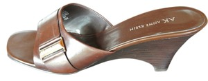AK by Anne Klein Dark Leather Wedge With Buckle Detail Size 10 Brown Sandals