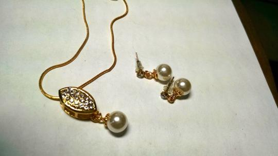 Other New Faux Pearl Necklace Earrings Set Gold White 2 Piece Jewelry J897