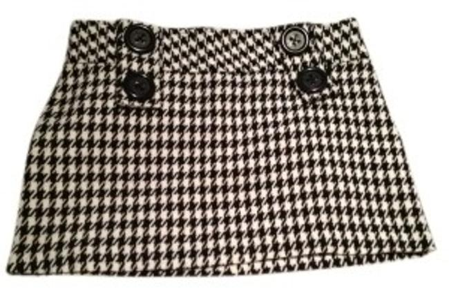 Preload https://img-static.tradesy.com/item/30373/rue-21-black-and-white-houndstooth-patterned-with-tweed-fabric-miniskirt-size-6-s-28-0-0-650-650.jpg