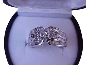 $20.050 Unisex 2.76 ctw Natural Princess and Baguette Cut Diamonds 14k White Gold, IGL Appraisal Included!
