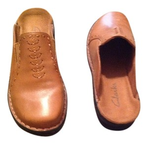 Clarks Brown leather Flats