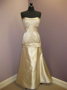 Jim Hjelm 8753 Wedding Dress