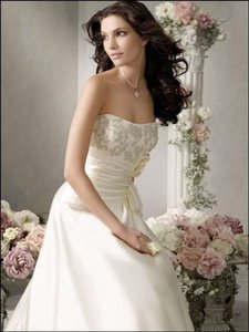 Jim Hjelm 8752 Wedding Dress