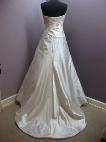 Jim Hjelm Ivory Silk 8752 Formal Wedding Dress Size 8 (M)