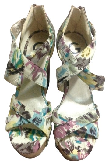 Preload https://item4.tradesy.com/images/guess-floral-wedges-3047338-0-0.jpg?width=440&height=440