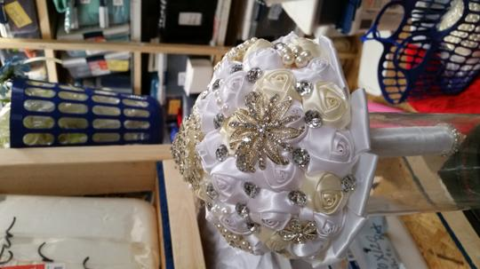 White with Ivory And Bling Pearl Satin Rose Bouquet Ceremony Decoration