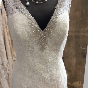 Mori Lee Ivory Beaded Embroidery and Lace 2721 Feminine Wedding Dress Size 10 (M)
