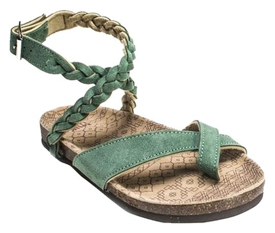 Preload https://item1.tradesy.com/images/muk-luks-emerald-green-zara-braided-strappy-sandals-size-us-9-3051385-0-0.jpg?width=440&height=440