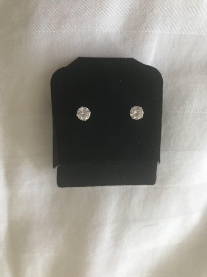Other Retail $7700 -1.00ct Solitaire Diamond 14k Yellow Gold Stud Earrings