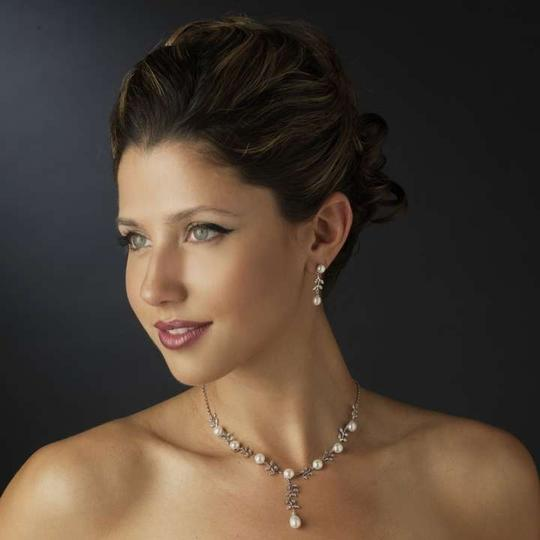 Preload https://item2.tradesy.com/images/elegance-by-carbonneau-silver-pearl-and-rhinestone-jewelry-set-305331-0-0.jpg?width=440&height=440