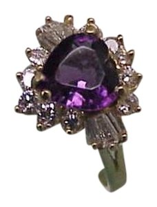 Estate Vintage 2.25ct Genuine Heart Shaped Amethyst with VSG Brilliant Cut Diamonds 14kt Yellow Gold Ring