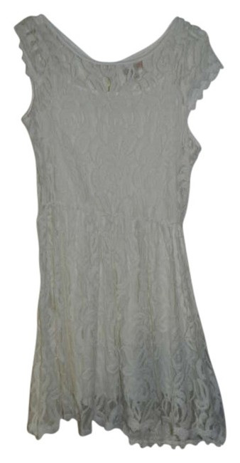 Preload https://item1.tradesy.com/images/gianni-bini-white-above-knee-short-casual-dress-size-8-m-305340-0-0.jpg?width=400&height=650