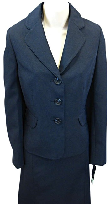 Preload https://img-static.tradesy.com/item/306031/evan-picone-navy-12p-new-montepelier-skirt-suit-size-petite-12-l-0-0-650-650.jpg