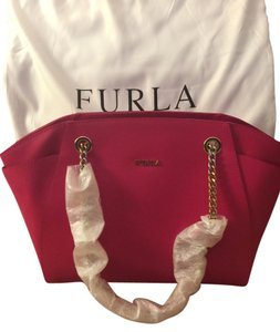 Furla Tote in Gloss hot pink