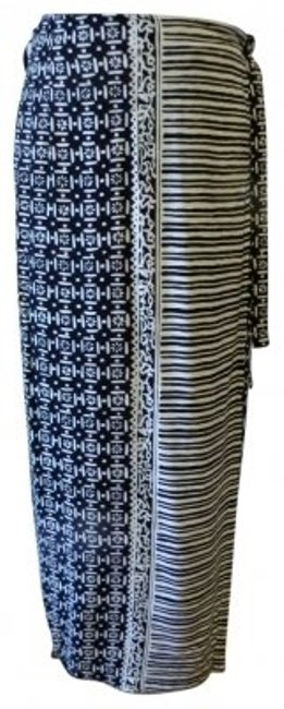 Preload https://img-static.tradesy.com/item/30637/studio-works-black-and-white-wrap-maxi-skirt-size-10-m-31-0-0-650-650.jpg