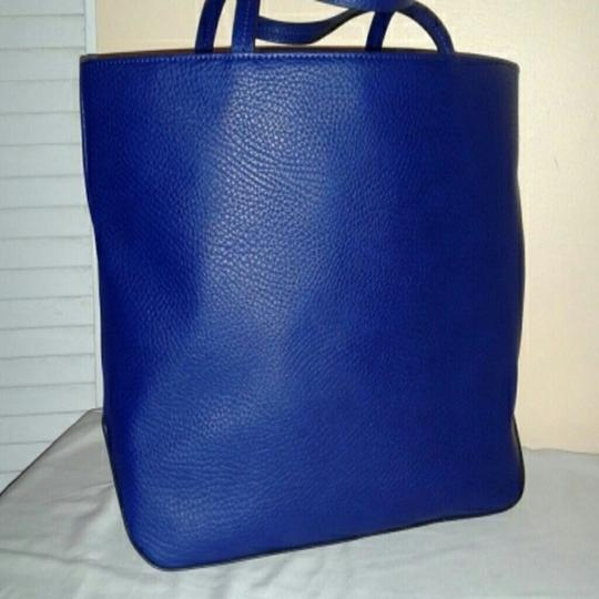 Kenneth Cole Tote in NAVY AND WHITE