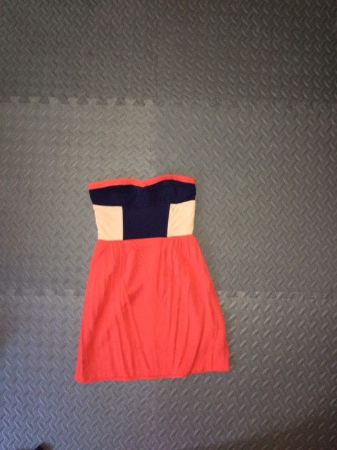 Preload https://item2.tradesy.com/images/urban-outfitters-short-casual-dress-size-0-xs-3065911-0-0.jpg?width=400&height=650