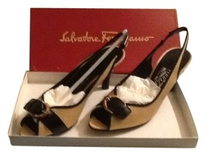 Salvatore Ferragamo Beige Fabric Nero Patentcalf Pumps