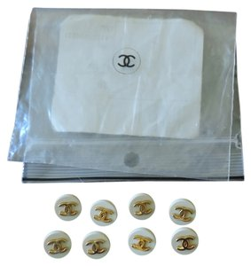 Chanel 8 Chanel CC logo buttons gold and cream Pistine!