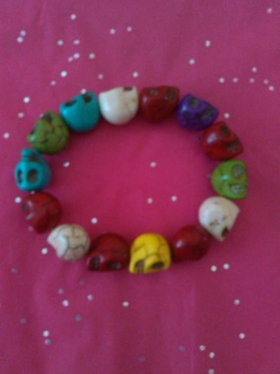 HANDMADE COLORED TURQUOISE SKULL BEADED BRACELET