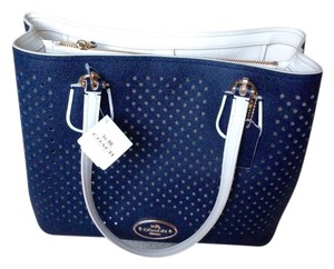 Coach Tote in Navy/chalk
