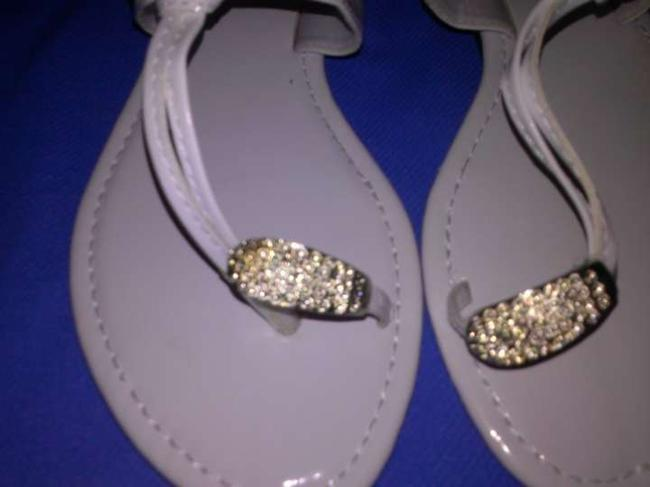 Item - White and Silver Toe Accent Sandals Size US 7
