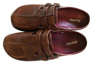 Earth Kals Technology Dharma Almond (Brown) Mules