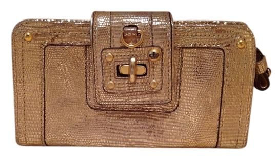 Preload https://item1.tradesy.com/images/juicy-couture-gold-wallet-3088750-0-0.jpg?width=440&height=440