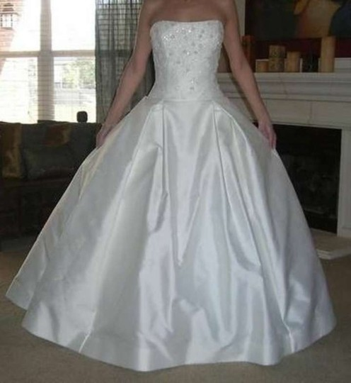 Vera Wang White Silk/Satin Luxe Collection Traditional Dress Size 6 (S)
