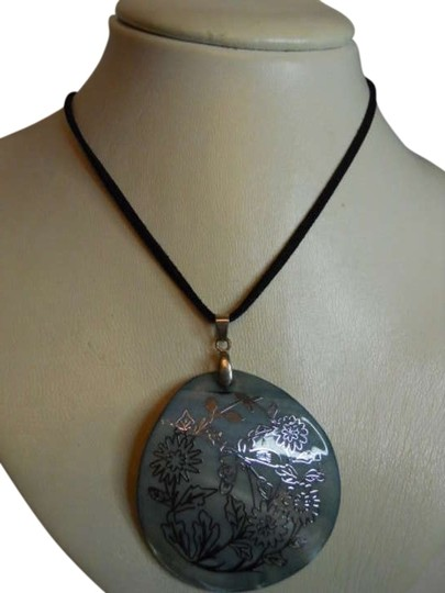 Preload https://img-static.tradesy.com/item/309130/premier-designs-shell-necklace-0-0-540-540.jpg