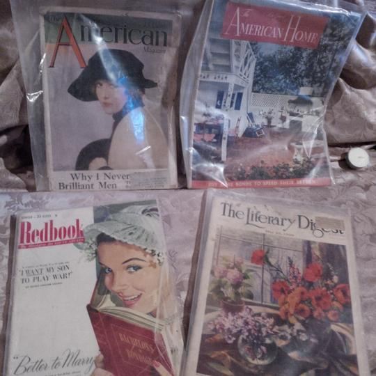 Multicolor 10 Very Old 1924-68 Magazines Used As Centerpiece Base Reception Decoration