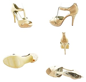 Style & Co Beige Pumps