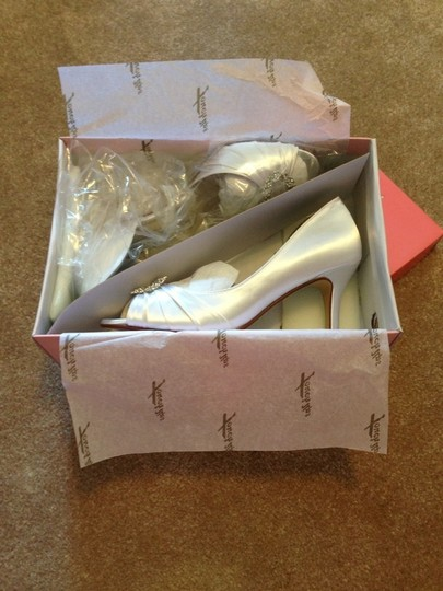 Touch Ups White Ivanna Dyeable Or Leave Pumps Size US 8