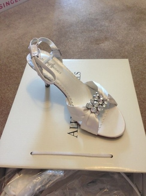 Item - White Darling Sandals Size US 7.5