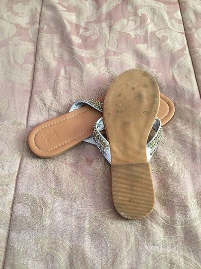 New York & Company Flip Flops Size 8 Gold, Silver Sandals