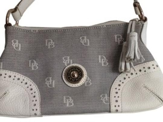 Preload https://img-static.tradesy.com/item/30993/dooney-and-bourke-white-and-black-print-leather-fabric-shoulder-bag-0-0-540-540.jpg