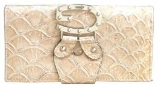 Preload https://item2.tradesy.com/images/guess-wallet-light-brown-faux-leather-clutch-30996-0-0.jpg?width=440&height=440