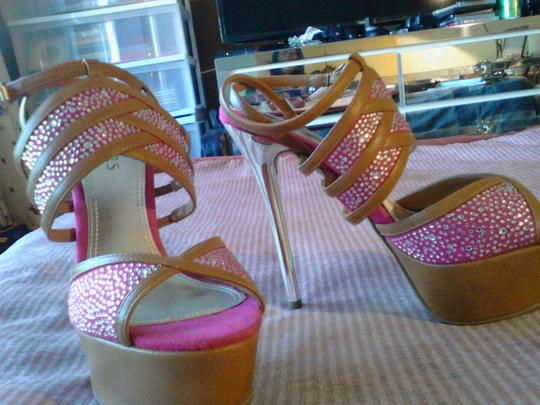 Bakers pink and brown Pumps