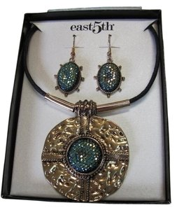 East 5th Essentials NEW EXCELLENT CONDITION NECKLACE AND EARRING SET IN BOX BY EAST5TH