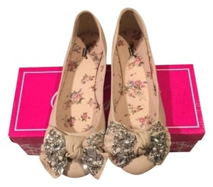 Wanted Beige Flats