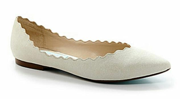 Item - Ivory Flats Shimmery Scalloped Formal Size US 9.5 Regular (M, B)