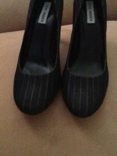 Steve Madden 11 Grey pinstripe Pumps