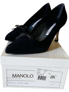 Manolo Blahnik Navy Pumps