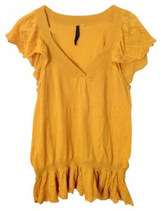 Nine West Top Goldenrod