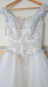 David's Bridal White/Silver Tulle/Lace Vintage Wedding Dress Size 4 (S)