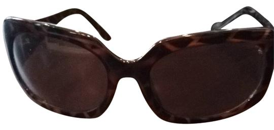 Preload https://item2.tradesy.com/images/guess-turtle-shell-sunglasses-3122341-0-0.jpg?width=440&height=440