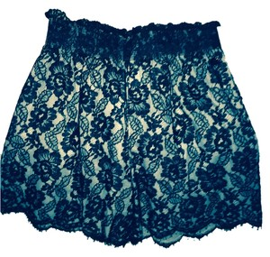 Chanel Shorts Black and cream lace