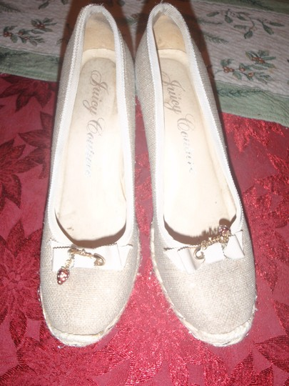 Juicy Couture Size 8 Sandal Beige Wedges