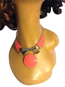 Metal Hot Pink Gold Tone Statement Necklace 0052532